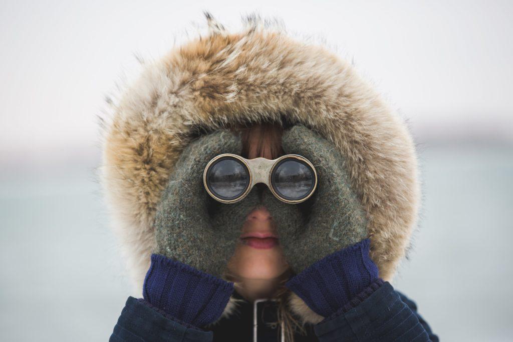 woman-with-binoculars_4460x4460