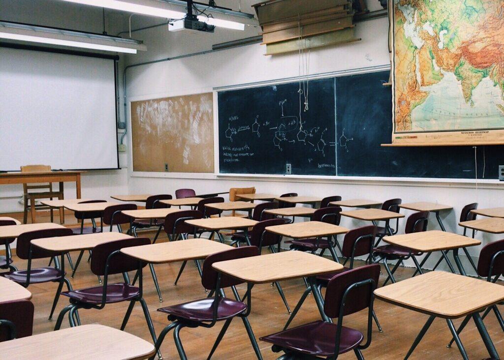 classroom-2093744_1920
